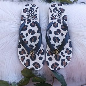 TORY BURCH Animal Print Flip Flops.NEW. Size 7
